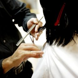 Are women obliged to keep long hair?